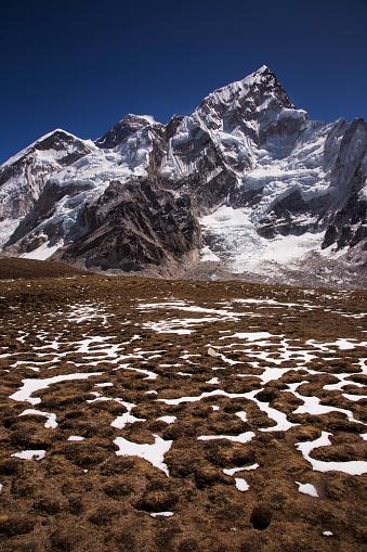 Khumbu「Mt Everest and Nuptse from Kala Patthar with patterned ground in the foreground, Gorak Shep, Everest Base Camp Trek, Nepal」:スマホ壁紙(3)