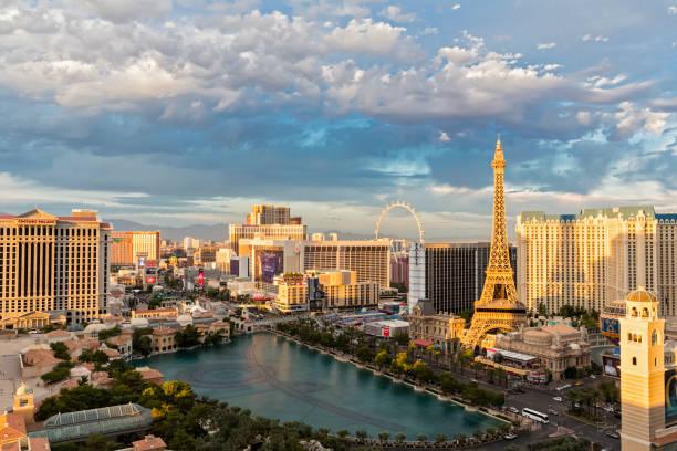 USA, Nevada, Las Vegas, Strip, hotels and Eiffel Tower:スマホ壁紙(壁紙.com)