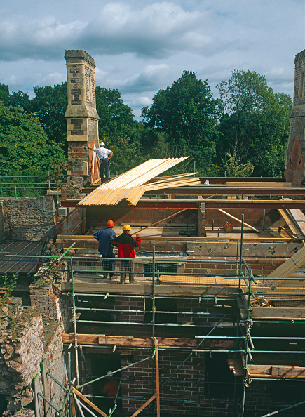 Roofer「View at roof level showing timber trusses and retained stone chimney.」:写真・画像(11)[壁紙.com]