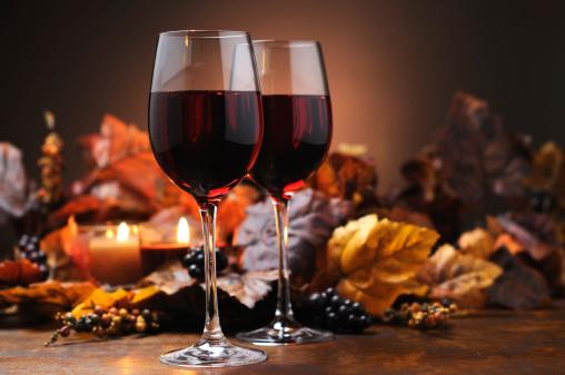 かえでの葉「秋の装飾とワイン」:スマホ壁紙(2)