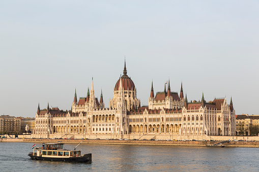 Gothic Style「Hungary, Budapest, Hungarian Parliament Building and Danube river」:スマホ壁紙(15)