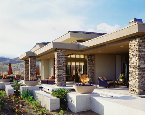 Nevada「Elevated Patio behind Contemporary Home in Desert」:スマホ壁紙(14)
