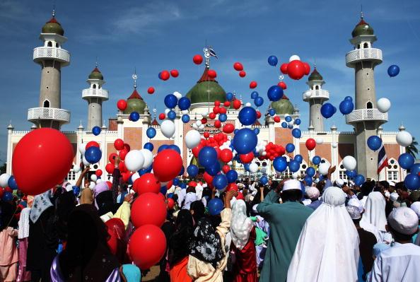 Releasing「Muslims Around The World Celebrate Eid al-Fitr」:写真・画像(9)[壁紙.com]