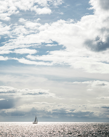 Pacific Ocean「Sailboat sailing on sea, Vancouver, British Columbia, Canada」:スマホ壁紙(4)