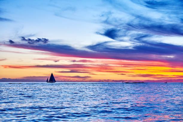 Sailboat Sailing During at Sunset, Hawaii:スマホ壁紙(壁紙.com)