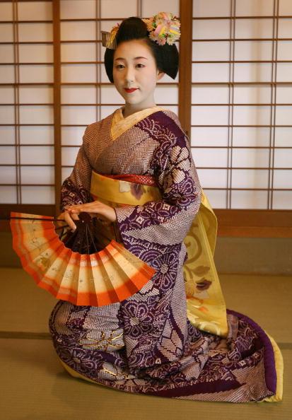 茶室「Maiko and Geisha Play Teahouse Entertainment.」:写真・画像(18)[壁紙.com]