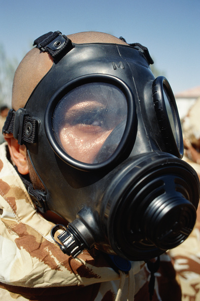 Dhahran「US marine in gas mask. Dharan, Saudi Arabia 1990」:写真・画像(15)[壁紙.com]