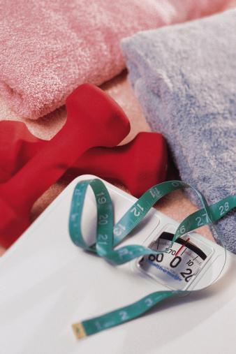 スポーツ「Scale and tape measure with dumbbells and towels」:スマホ壁紙(1)