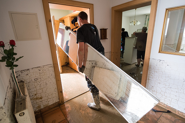 Closet「Residents Cope With Flood Aftermath」:写真・画像(13)[壁紙.com]