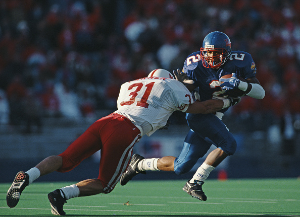 Running Back「University of Nebraska Cornhuskers vs University of Kansas Jayhawks」:写真・画像(3)[壁紙.com]