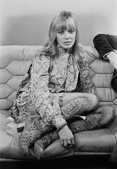 Sofa「Anita Pallenberg」:写真・画像(12)[壁紙.com]