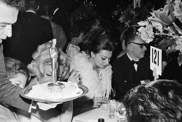 Eating「Sophia Loren At The Academy Awards」:写真・画像(9)[壁紙.com]