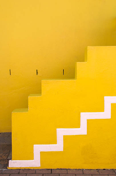 The front steps of a yellow Bo-Kaap house:スマホ壁紙(壁紙.com)