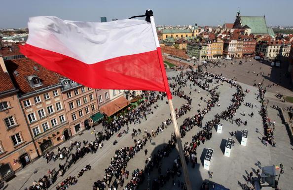 Poland「Warsaw Mourns Loss Of President」:写真・画像(19)[壁紙.com]
