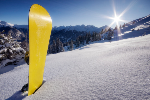 Ski Resort「Yellow snowboard in snow on mountain」:スマホ壁紙(15)