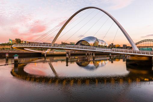 Newcastle-upon-Tyne「The Gateshead Millennium Bridge」:スマホ壁紙(10)
