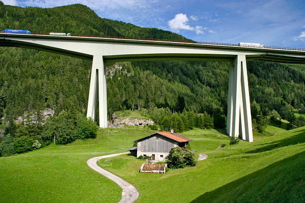 Chalet「Brenner Motorway Viaduct at Gossensaas, Southern Tyrol, in the Alps, Italy. The Brenner motorway bridge is the most important throughway over the central Alps and connects the Austrian region of Tyrol with Italy's  Southern Tyrol. The Brenner viaduct has」:写真・画像(18)[壁紙.com]