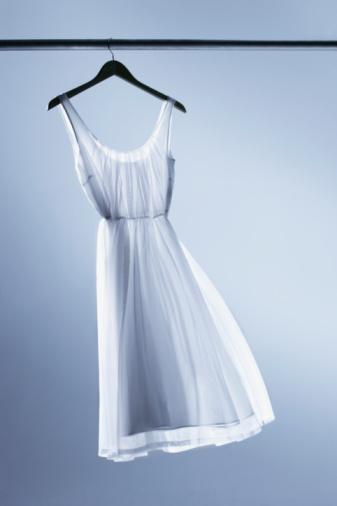 Purity「Dress on hanger」:スマホ壁紙(10)