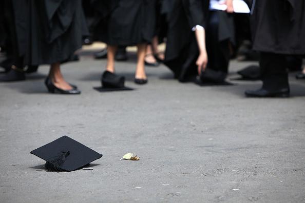 Throwing「University Of Birmingham Hold Degree Congregations」:写真・画像(11)[壁紙.com]