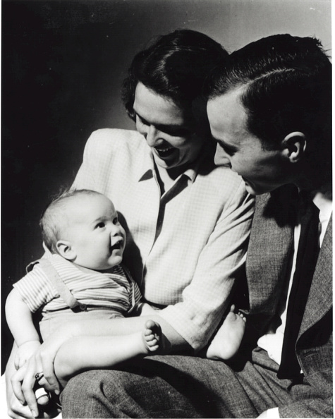 Parent「Bush Family Portrait, April 1947」:写真・画像(10)[壁紙.com]