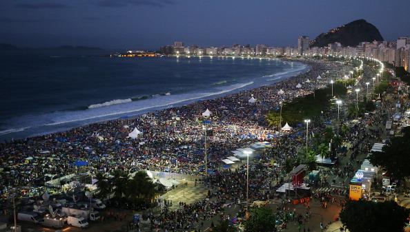 Religious Mass「Pope Francis Celebrates Mass On Copacabana Beach 」:写真・画像(5)[壁紙.com]