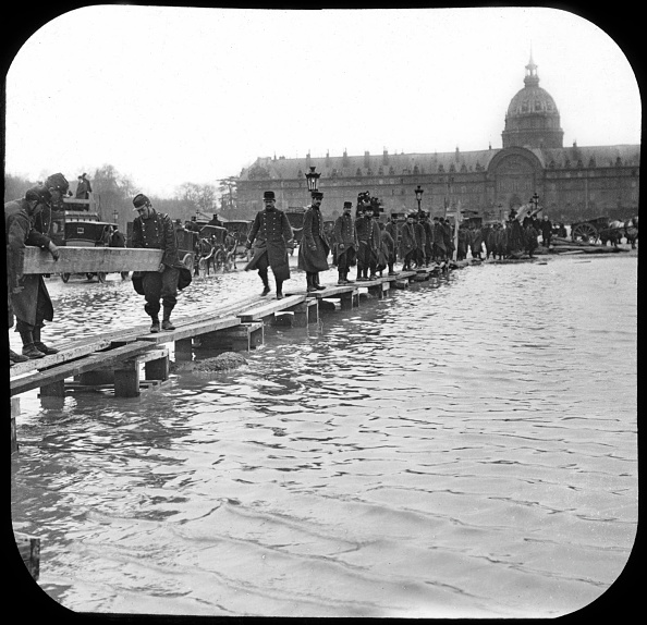 1910-1919「flood in Paris in 1910 after rise in water level of the Seine river」:写真・画像(13)[壁紙.com]