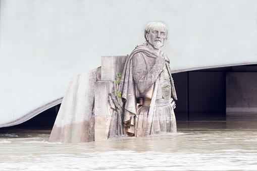 Growth「flood in Paris, Zouave of the Alma Bridge」:スマホ壁紙(18)