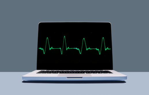 Pulse Trace「Laptop with healthy heartbeat pulse.」:スマホ壁紙(13)