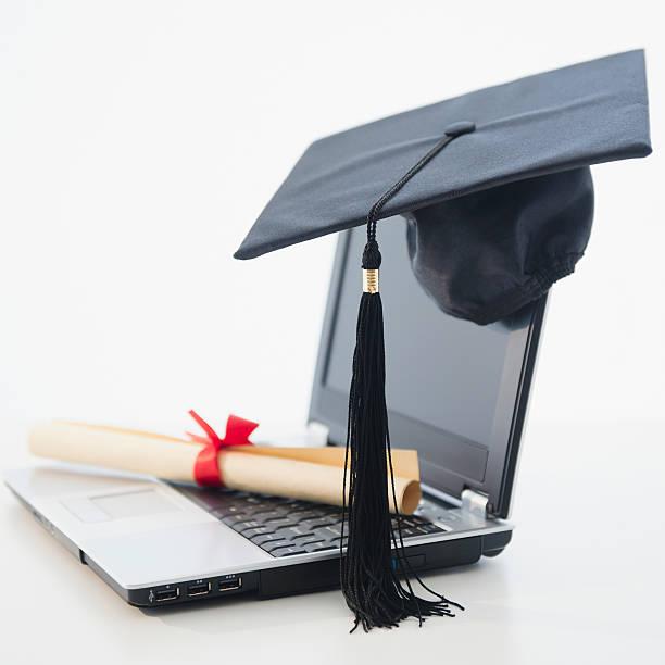 Laptop with diploma and mortar board:スマホ壁紙(壁紙.com)