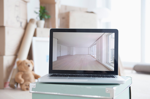 Munich「Laptop with picture of empty room in front of piled cardboard boxes」:スマホ壁紙(5)