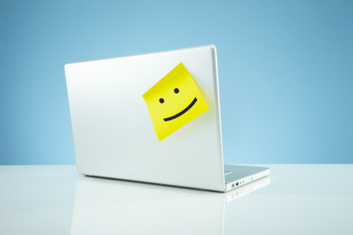 擬人化「Laptop with smiley on adhesive note」:スマホ壁紙(10)