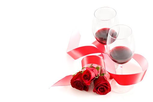 バレンタイン「美しいワイングラスとローズの 2 、白、Copyspace」:スマホ壁紙(17)