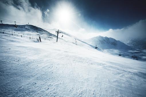 雪山「冬の美しい山々、明るい晴れた日」:スマホ壁紙(18)