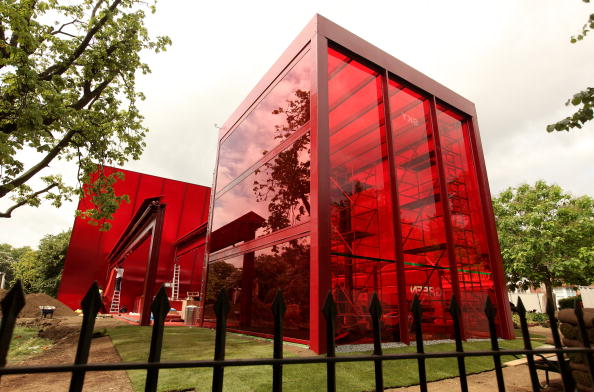 Pavilion「Final Preparations Made At The Serpentine Pavillion Before Its Unveiling」:写真・画像(3)[壁紙.com]