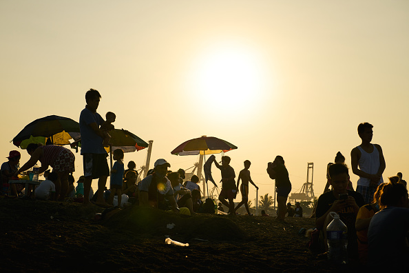 Heat - Temperature「People Flock To Baseco Beach As Summer Nears」:写真・画像(1)[壁紙.com]