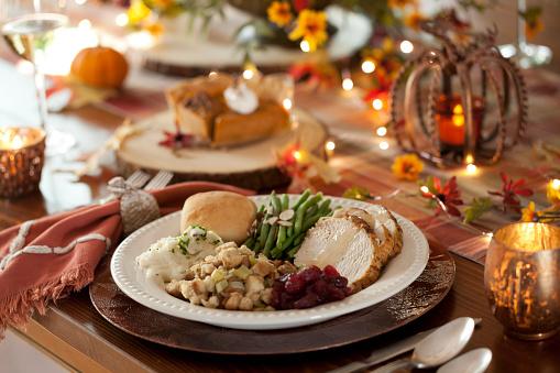 秋「感謝祭トルコディナー」:スマホ壁紙(1)