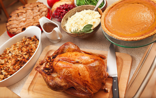 Turkey - Bird「Thanksgiving Roast Turkey Dinner with Seasonal Holiday Foods in Kitchen」:スマホ壁紙(18)