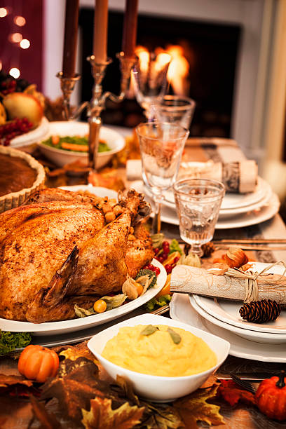 Thanksgiving Dinner with Stuffed Turkey and Side Dishes:スマホ壁紙(壁紙.com)