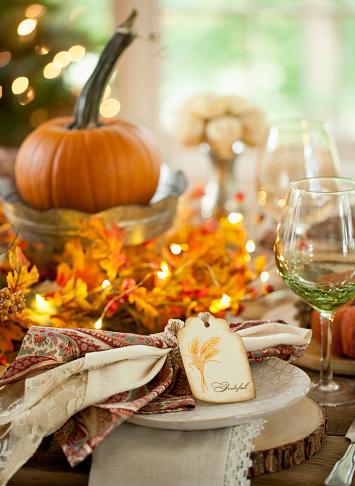 かえでの葉「感謝祭のディナーテーブル」:スマホ壁紙(19)