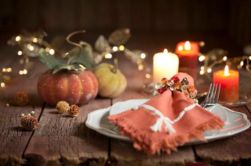 Pine Cone「Thanksgiving Dining」:スマホ壁紙(2)