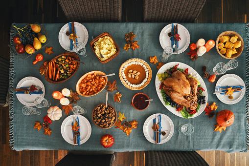 秋「感謝祭パーティーテーブル設定伝統的な休日ぬいぐるみトルコディナー」:スマホ壁紙(19)