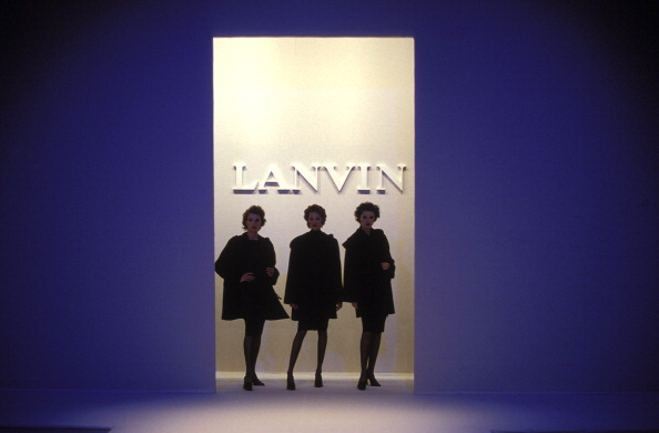 Lanvin「Fashion: Ready To Wear Fall -Winter 95 -96 In Paris, France On March 15, 1995.」:写真・画像(15)[壁紙.com]