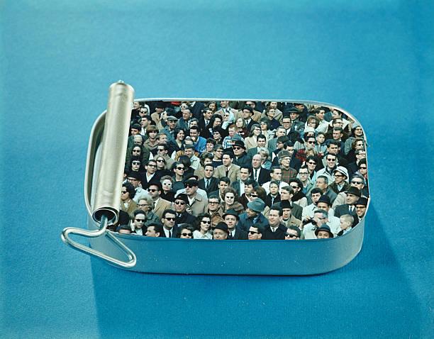 Packed like sardines:ニュース(壁紙.com)