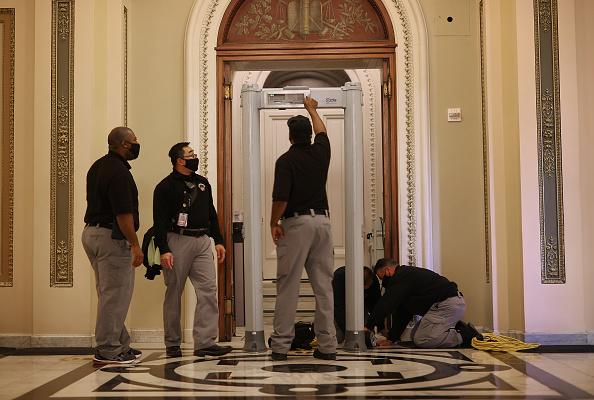 Metal「Washington, DC Prepares For Potential Unrest Ahead Of Presidential Inauguration」:写真・画像(19)[壁紙.com]