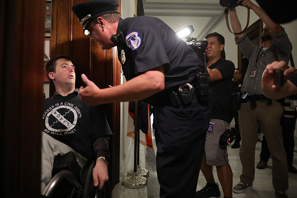 USA「Health Care Activists Protests At Senator's Offices In The Capitol」:写真・画像(17)[壁紙.com]