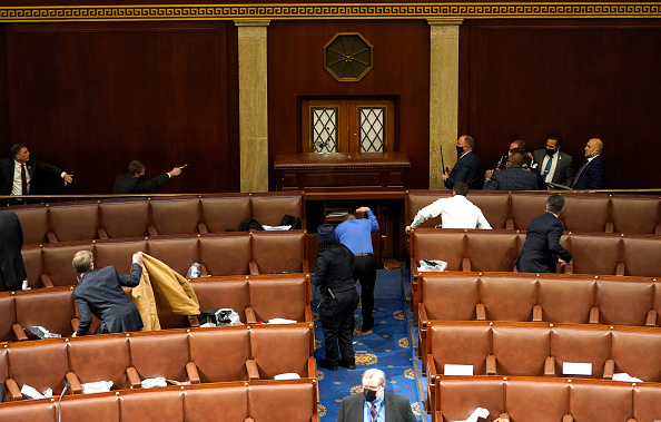Capitol Hill「Congress Holds Joint Session To Ratify 2020 Presidential Election」:写真・画像(11)[壁紙.com]
