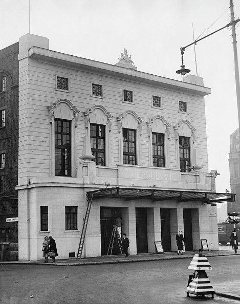 大人「The Old Vic After Post-War Restoration」:写真・画像(2)[壁紙.com]