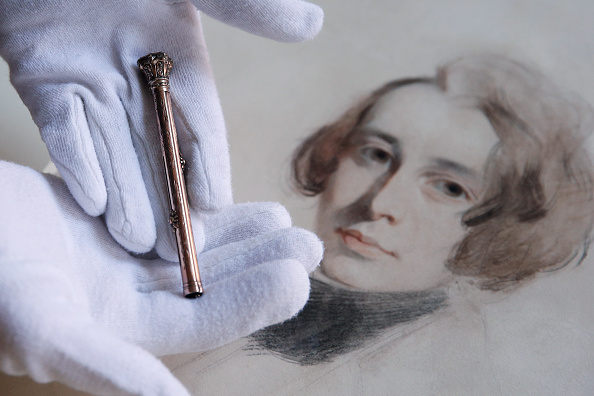 Hollie Adams「Museum Acquires Charles Dickens Artefacts」:写真・画像(4)[壁紙.com]