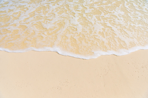 打ち寄せる波「Idyllic beach wave in the Maldives」:スマホ壁紙(12)