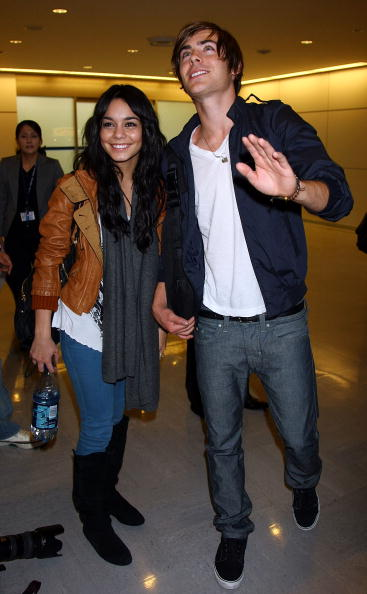 Casual Clothing「Zac Efron And Vanessa Hudgens Arrive In Japan」:写真・画像(8)[壁紙.com]